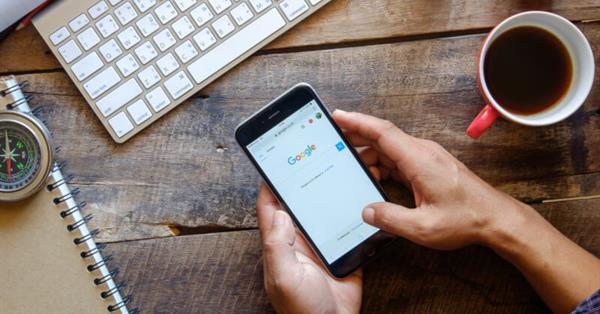 Google тестирует новый вариант кнопки «Back to top» в мобильном поиске