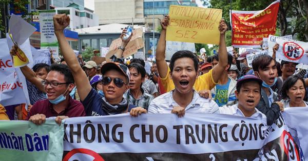Вьетнамские власти обязали Google и Facebook хранить данные пользователей в стране