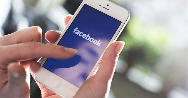 Facebook тестирует объединение обычных постов с «историями» в ленте