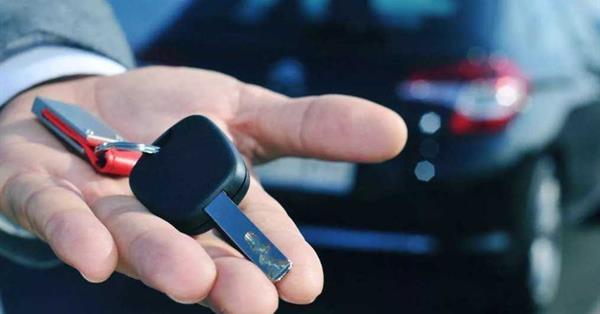 Google тестирует новый рекламный блок для сервисов по аренде авто
