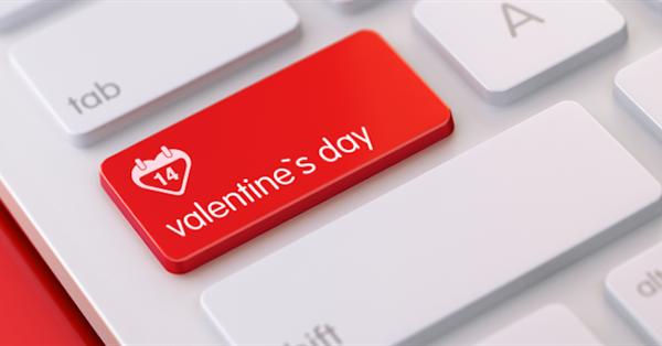 Поисковики украсили главные страницы ко Дню святого Валентина