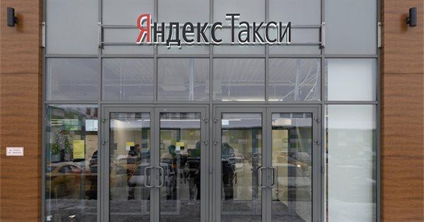 Яндекс.Такси начала установку цифровых экранов на крышах автомобилей