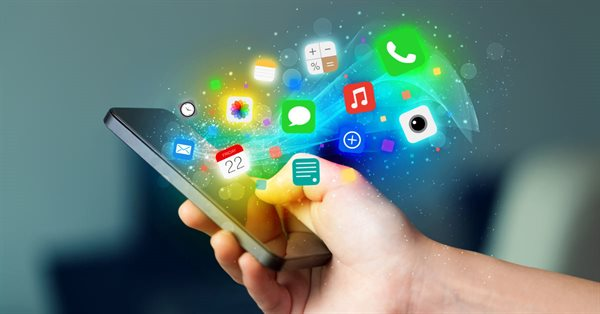 С 1 января на продаваемых в РФ смартфонах должны быть предустановлены 16 российских приложений